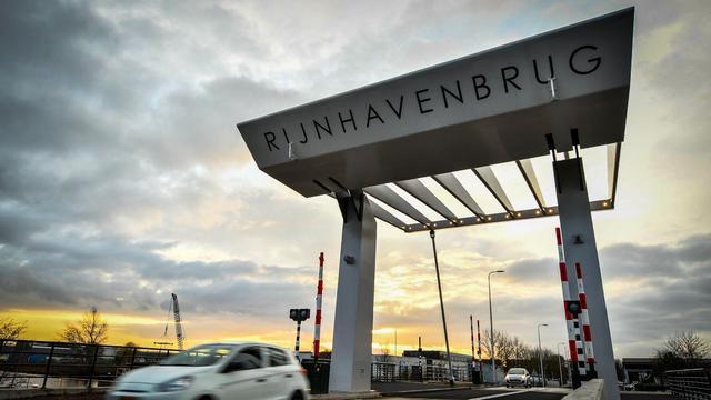 Laatste werk Rijnhavenbrug begin februari gereed