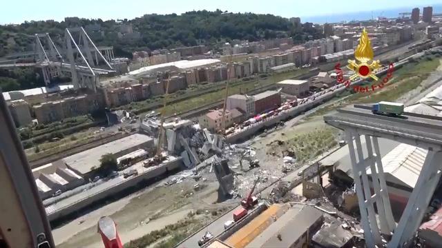 Helikopterbeelden tonen ravage brug Genua na drie dagen opruimen
