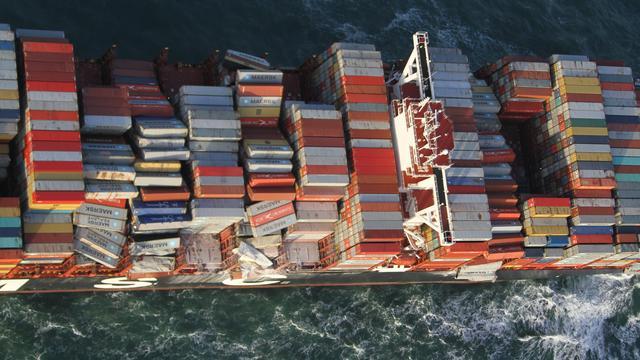 OVV waarschuwt grote schepen bij Waddeneilanden na ongeval MSC Zoe.