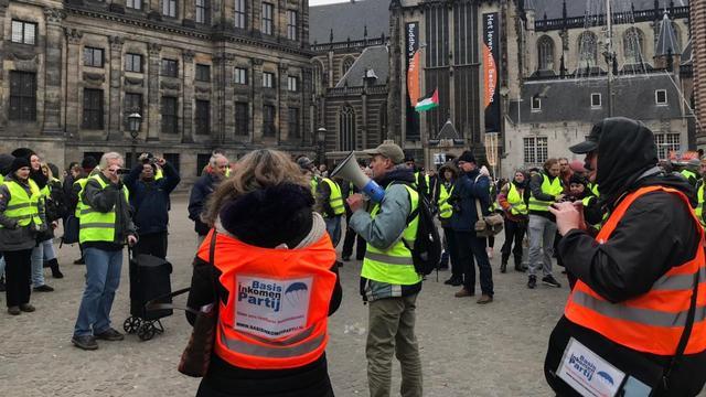 Gele hesjes op de Dam voor tweede protest