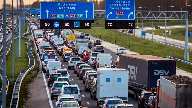 A1 richting Hengelo enige tijd afgesloten na ongeluk met meerdere auto's
