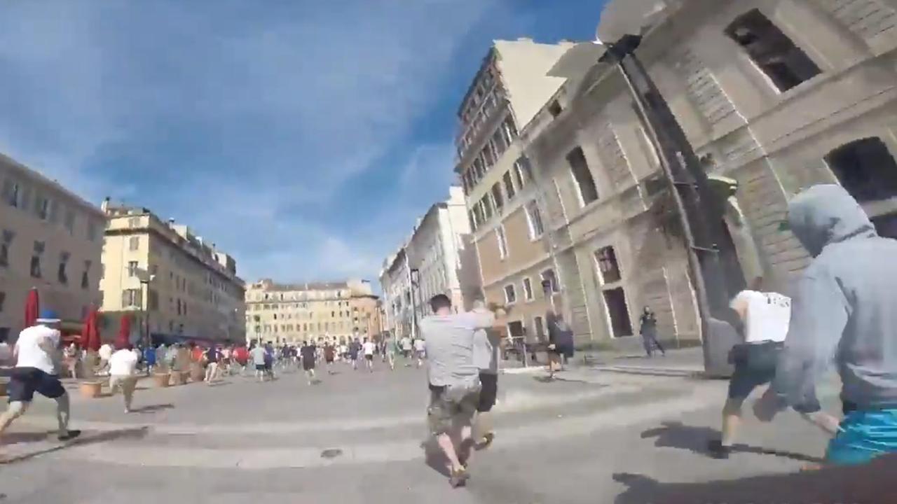 Russische hooligan draagt Gopro tijdens gevecht in Marseille