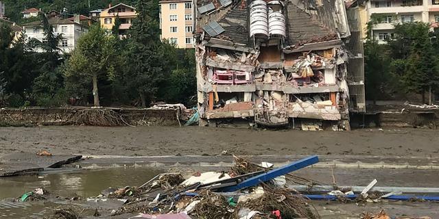 Dodental overstromingen Turkije loopt op tot boven de vijftig