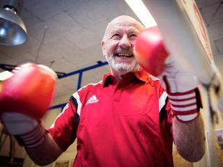 De boksgroep 'Dutch Windmills' is een bijzondere. Alle leden zijn 55-plus. Trainer Stan van den Driessche (69) vertelt.