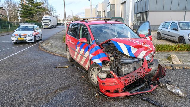 Brandweerauto zwaar beschadigd bij ongeval Etten-Leur