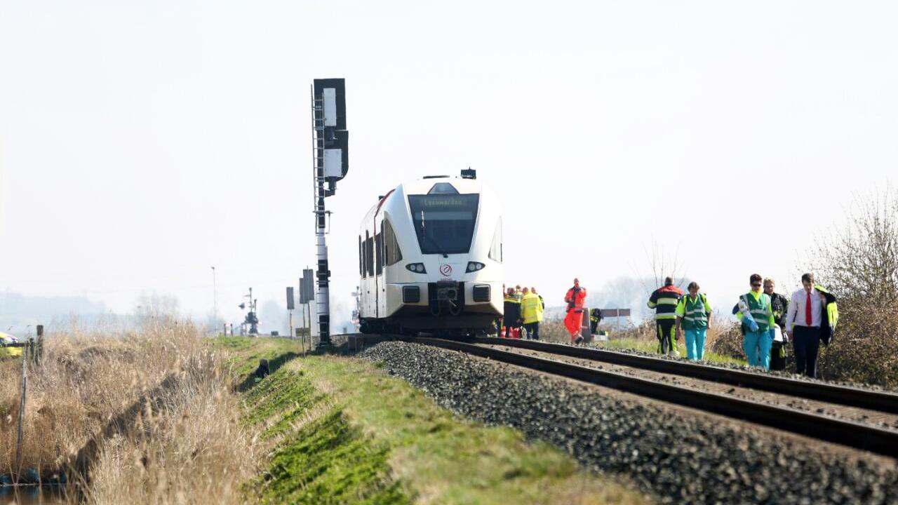 Dodelijk treinongeluk Harlingen: 'Auto is honderden meters meegenomen'