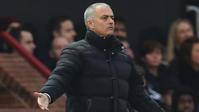 Mourinho roept journalisten op kritisch te kijken naar arbitrage