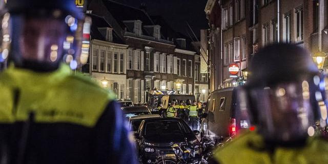 Politie pakt 34 supporters van FC Utrecht op voor verstoring openbare orde