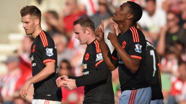 Martial helpt United en Van Gaal aan zege op Southampton