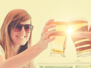 Eneco meet tijdens een uniek sociaal experiment of Nederlanders echt vrolijker zijn als de zon schijnt.