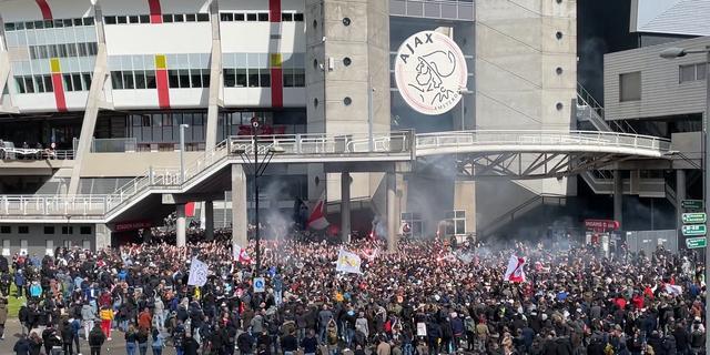 Twaalfduizend Ajax-fans bij ArenA, Amsterdam greep bewust niet in