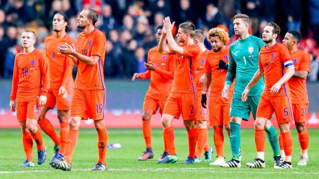 Nederlands elftal geeft in slotfase oefenzege weg tegen België