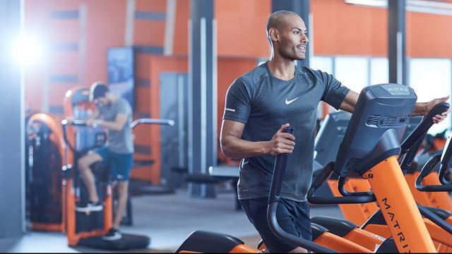 Nog maximaal anderhalf uur sporten bij Basic-Fit om drukte te voorkomen