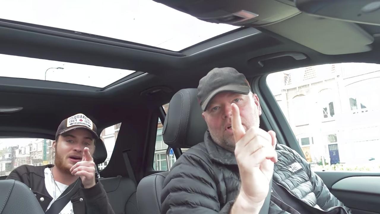 Het debuut van Raymond van Barneveld als rapper