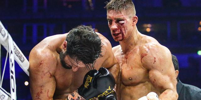 Zwaar gehavende Verhoeven verslaat Ben Saddik in zeer spectaculair titelgevecht