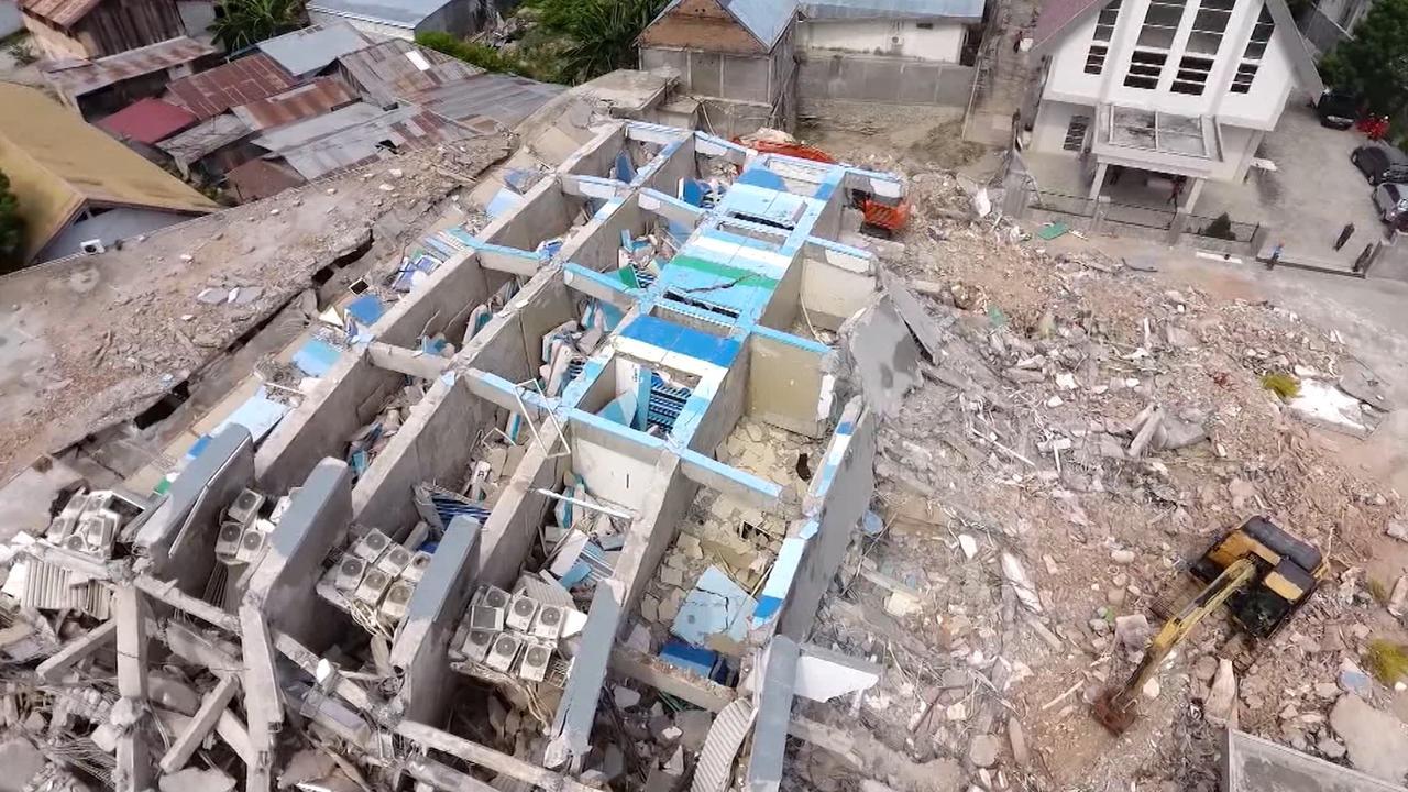 Dronebeelden tonen zoektocht naar overlevenden Sulawesi
