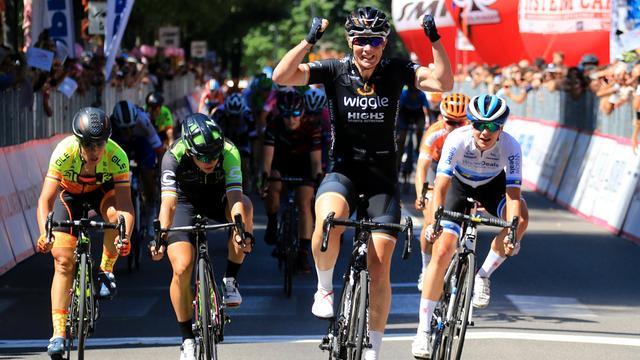 Wild wint tweede rit Giro Rosa, Brand lost Van Dijk af in leiderstrui