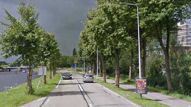 Fietser rijdt sloot in bij Kanaalweg
