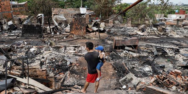 Bijna honderd huizen verwoest door grote brand in hoofdstad Paraguay