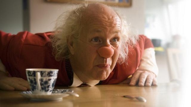 Leidse clown zet talenten in om dementerenden te vermaken