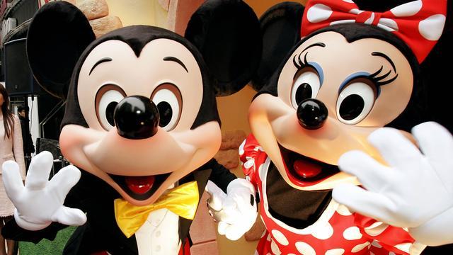 Zangeres van liedje Mickey klaagt Disney en South Park aan