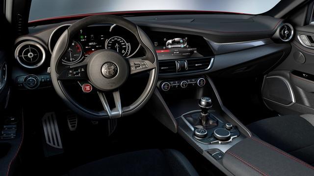 Interieurfoto Alfa Romeo Giulia gelekt