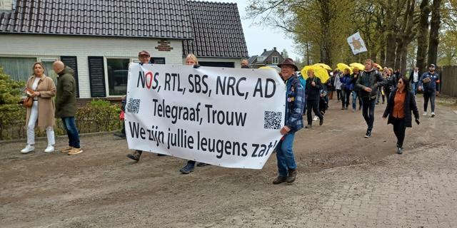 Politie grijpt in bij mars tegen coronamaatregelen in Barneveld