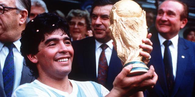 Maradona zeer geliefd ondanks (of juist dankzij) alle uitspattingen