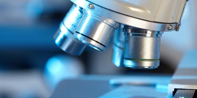 'Wetenschappers wegens geldgebrek te afhankelijk van externe opdrachten'