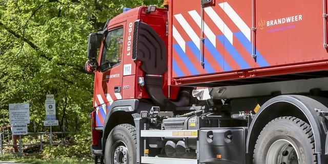 Grote brand bij autobedrijf in Twents dorp De Lutte onder controle