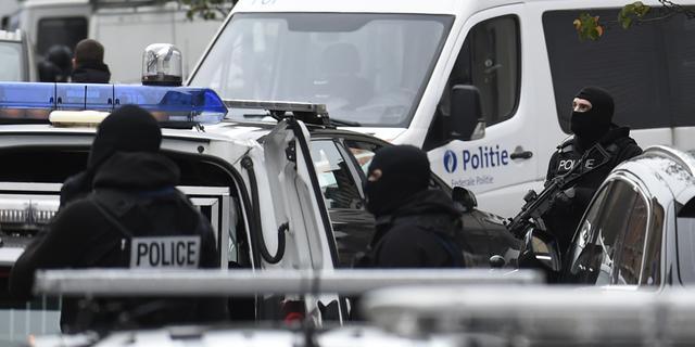 Politieactie Molenbeek om voortvluchtige verdachte aanslagen Parijs