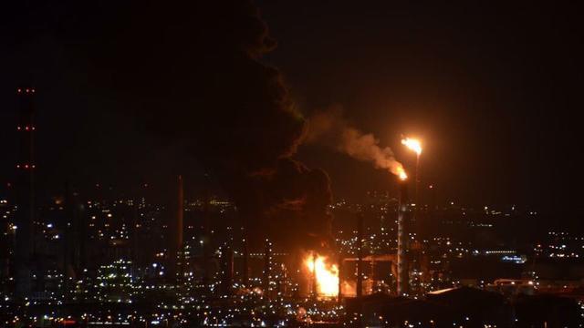 Omwonenden moeten opletten met roetdeeltjes na brand in Botlek