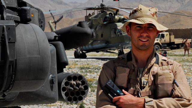 Apache-vlieger Roy de Ruiter krijgt Militaire Willemsorde