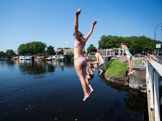 Zwemmer landde deze maand bovenop roeiboot