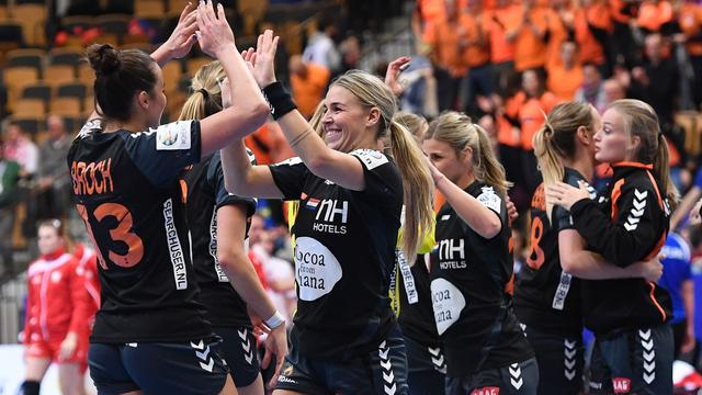 Handbalsters revancheren zich met winst op Polen in tweede EK-duel