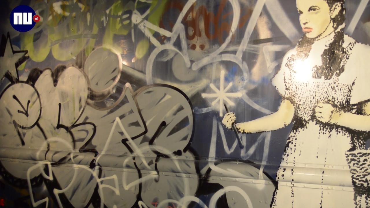 Kunstwerk Banksy onthuld in Amsterdam