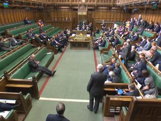 Uittredingswet werd aangenomen met 326 stemmen voor en 290 tegen