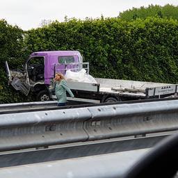 A4 richting Rotterdam dicht bij Den Haag na ongeluk met vrachtwagen.