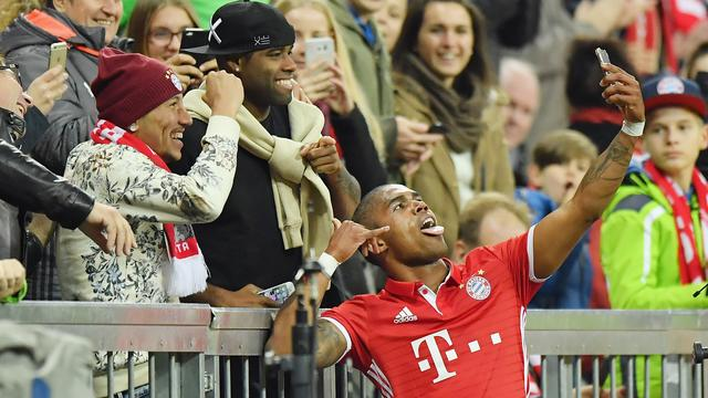 Bayern wint probleemloos, Wolfsburg onderuit na rood Bruma