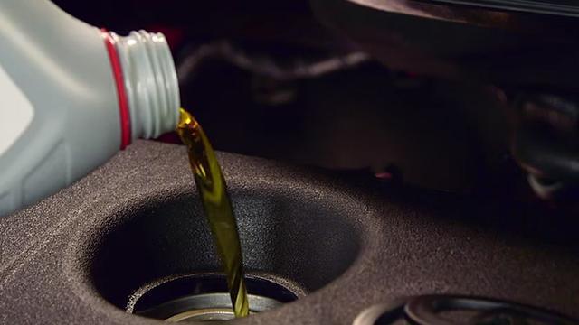 Waarom goede motorolie zo belangrijk is voor je auto