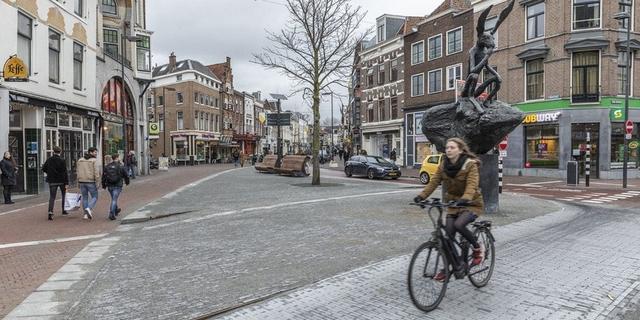 Kruising Voorstraat met de Neude heeft een nieuw plein