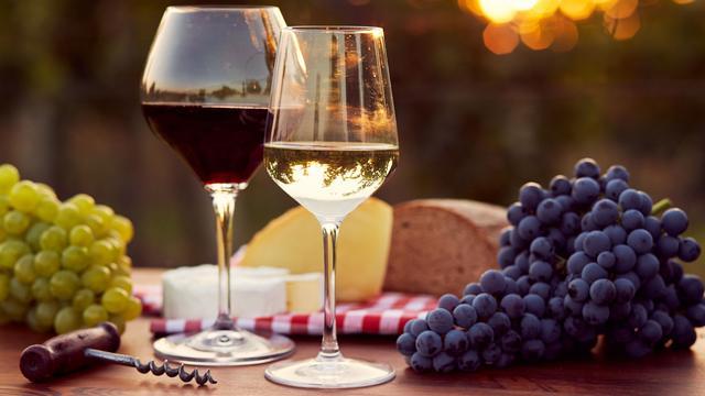 Wat je nooit moet doen nadat je wijn hebt gedronken