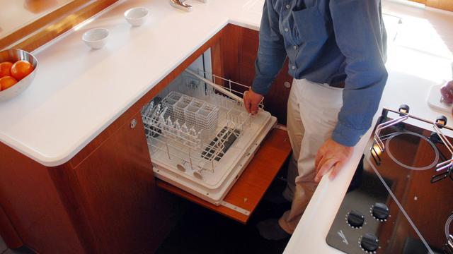 Voortvluchtige gevangene betrapt in vaatwasmachine