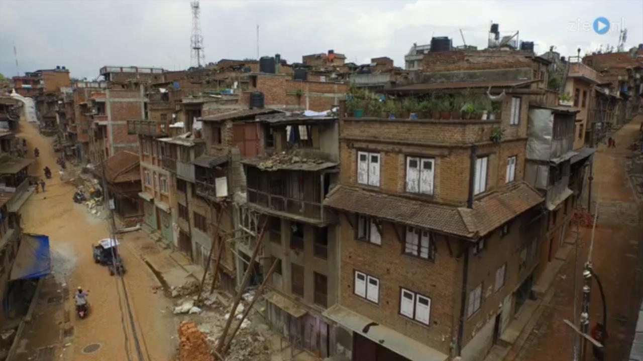 Drone filmt verwoesting na aardbeving Nepal
