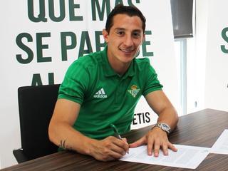 Mexicaan tekent voor drie seizoenen bij Spaanse club