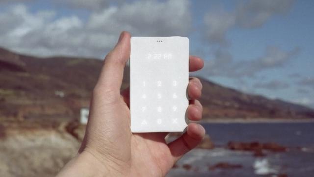 Kleine backup-telefoon is zo groot als creditcard