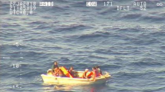 Overlevenden verdwenen veerboot Stille Oceaan na week op zee gevonden