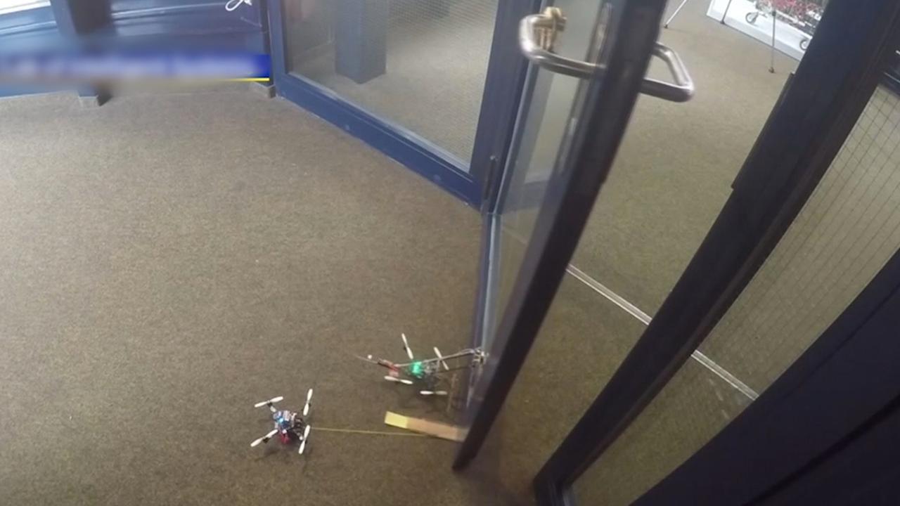 Kleine drones kunnen deuren openmaken