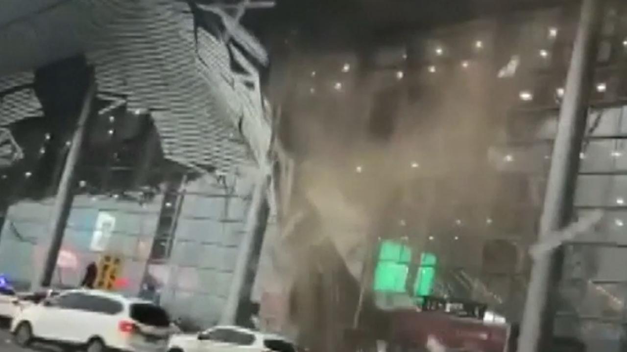 Dakdeel Chinese luchthaven stort in door zware storm