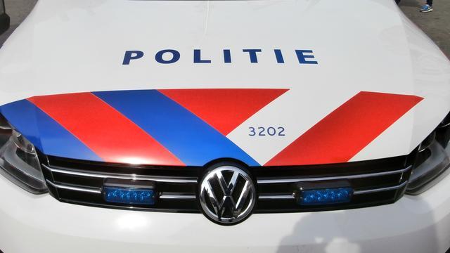 Politie gaat beelden in brand gestoken exclusieve auto tonen